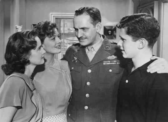 Teresa Wright, Myrna Loy, Fredric March, and Michael Hall