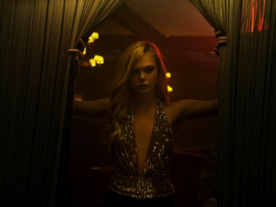 the-neon-demon-elle-fanning-900x0-c-default